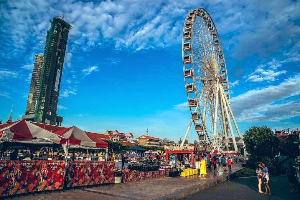 Het reuzenrad van Asiatique the Riverfront Market in Bangkok, Thailand