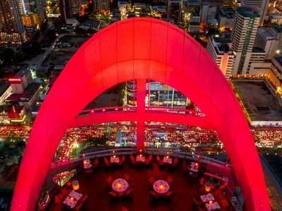 Rode Verlichting Op Het Terras Van Red Sky Met Uitzicht Over Bangkok