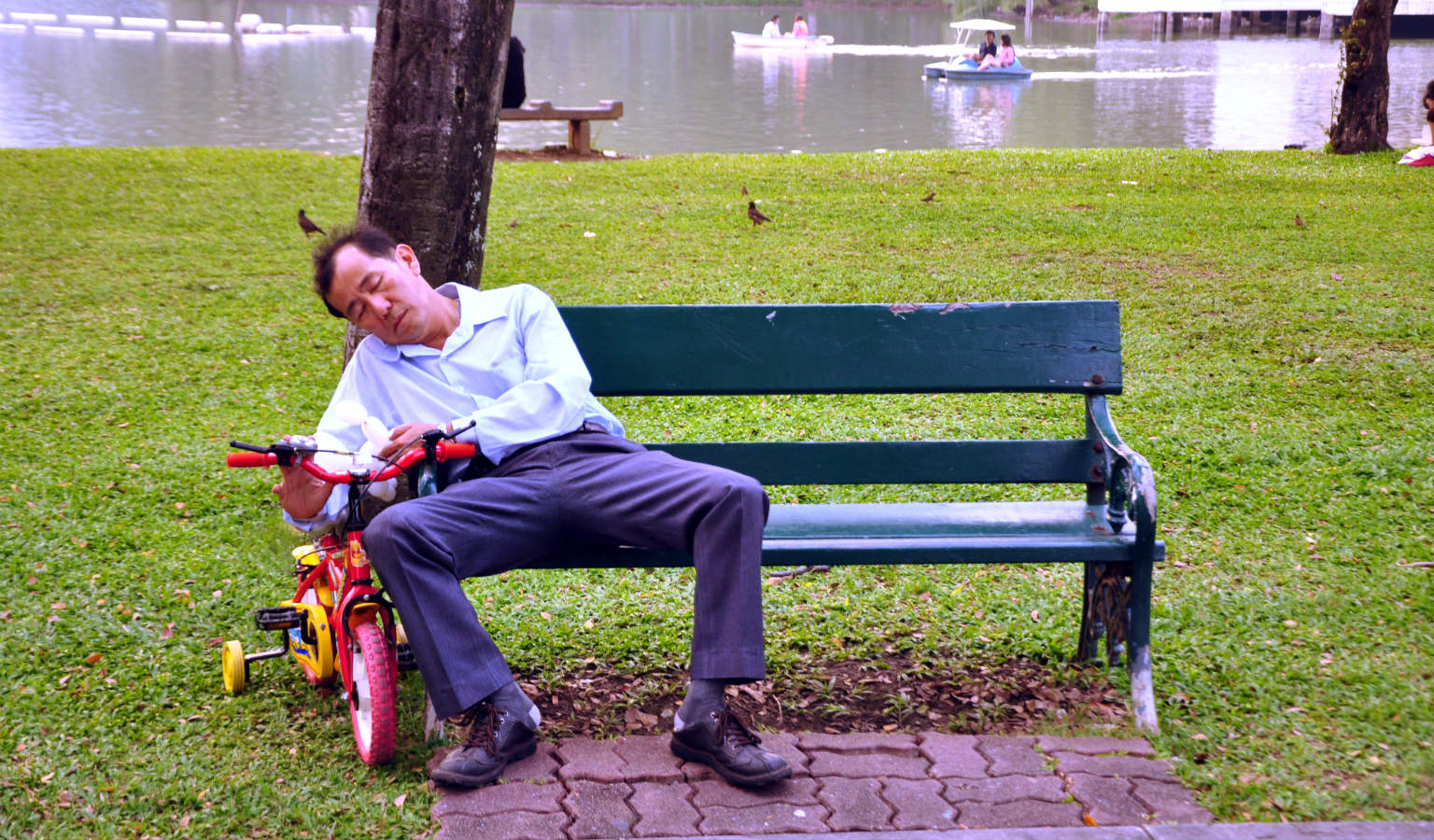 A quick nap in Lumpini Park in Bangkok