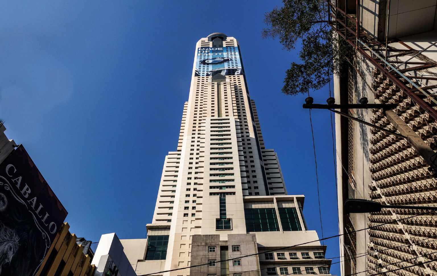 Het inmense Baiyoke Tower II in Bangkok