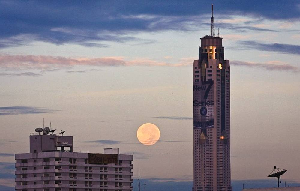 Baiyoke Sky seen from a distance and with a full moon in the background