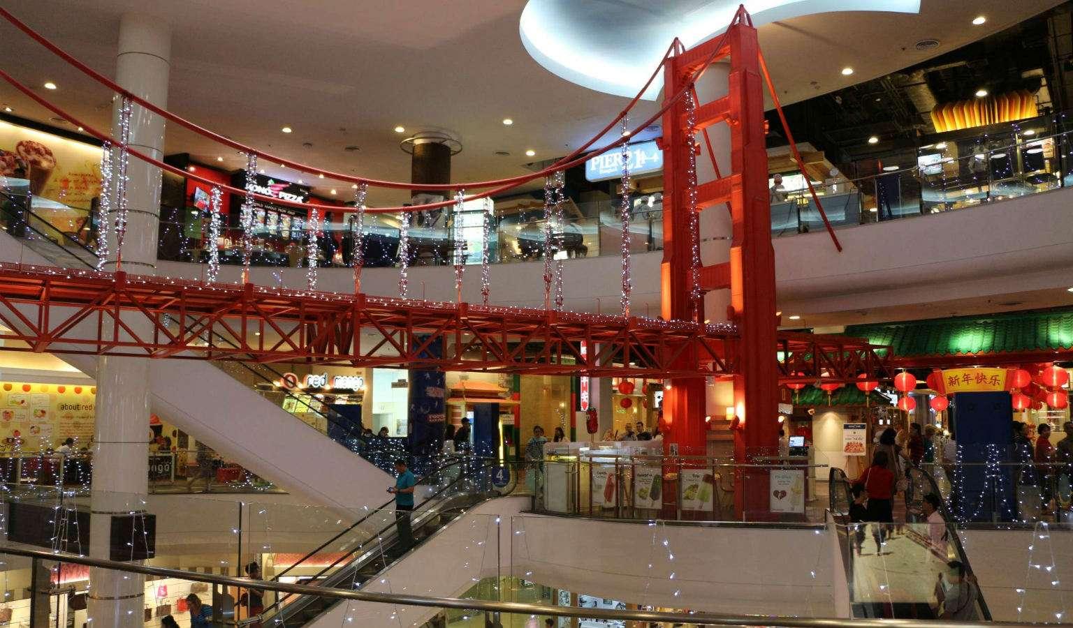 Rode brug van San Francisco nagebouwd in Terminal 21