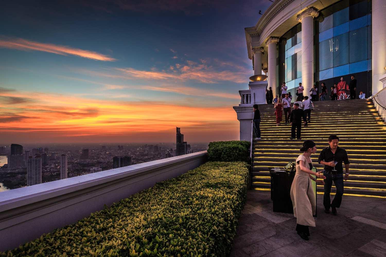 Mensen op de trap van de Hangover film bij Sky Bar Lebua