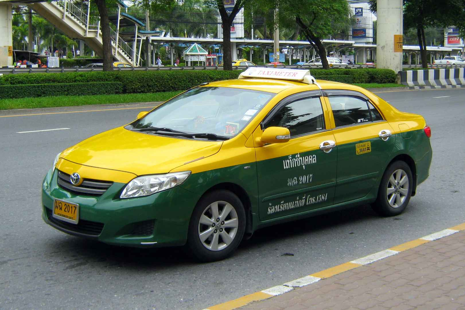 Green / Yellow taxi in Bangkok