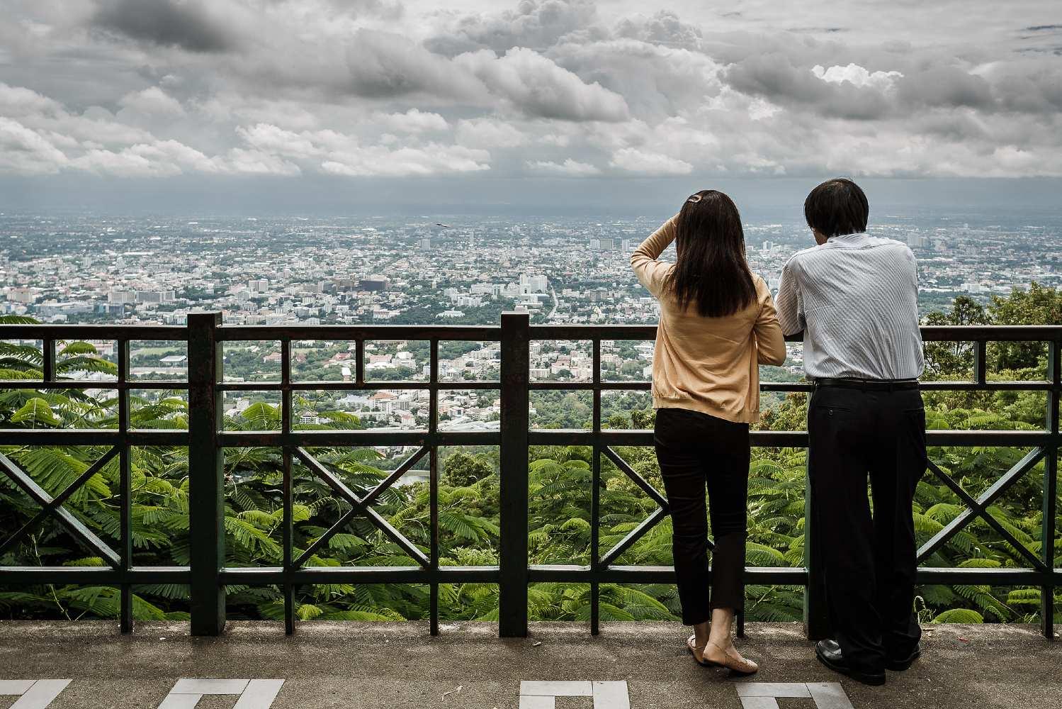 Uitzicht vanaf de Wat Phrathat Doi Suthep op de stad Chiang Mai in Thailand