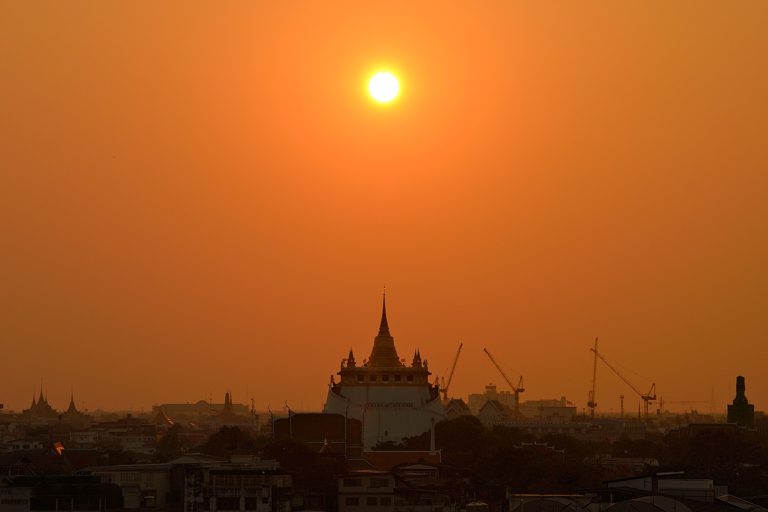 Sunset and the Wat Saket