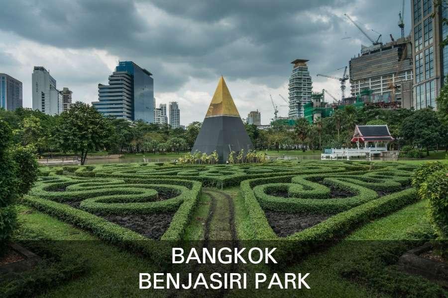 Lees Hier Verder Voor Meer Informatie Over Het Benjasiri Park In Bangkok, Thailand