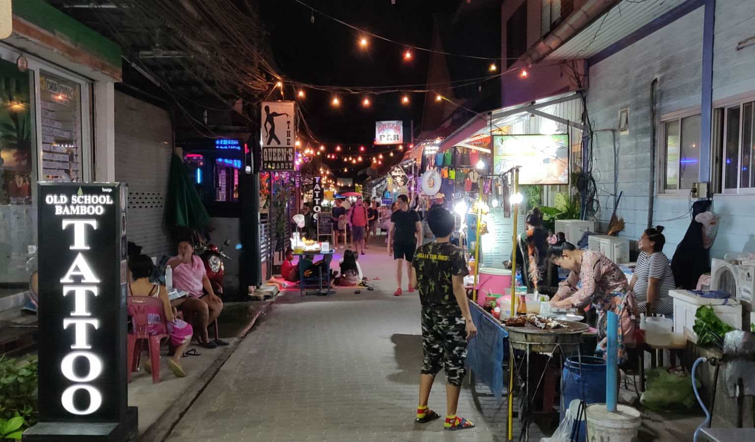 Walking street , Sairee Beach, Koh Tao