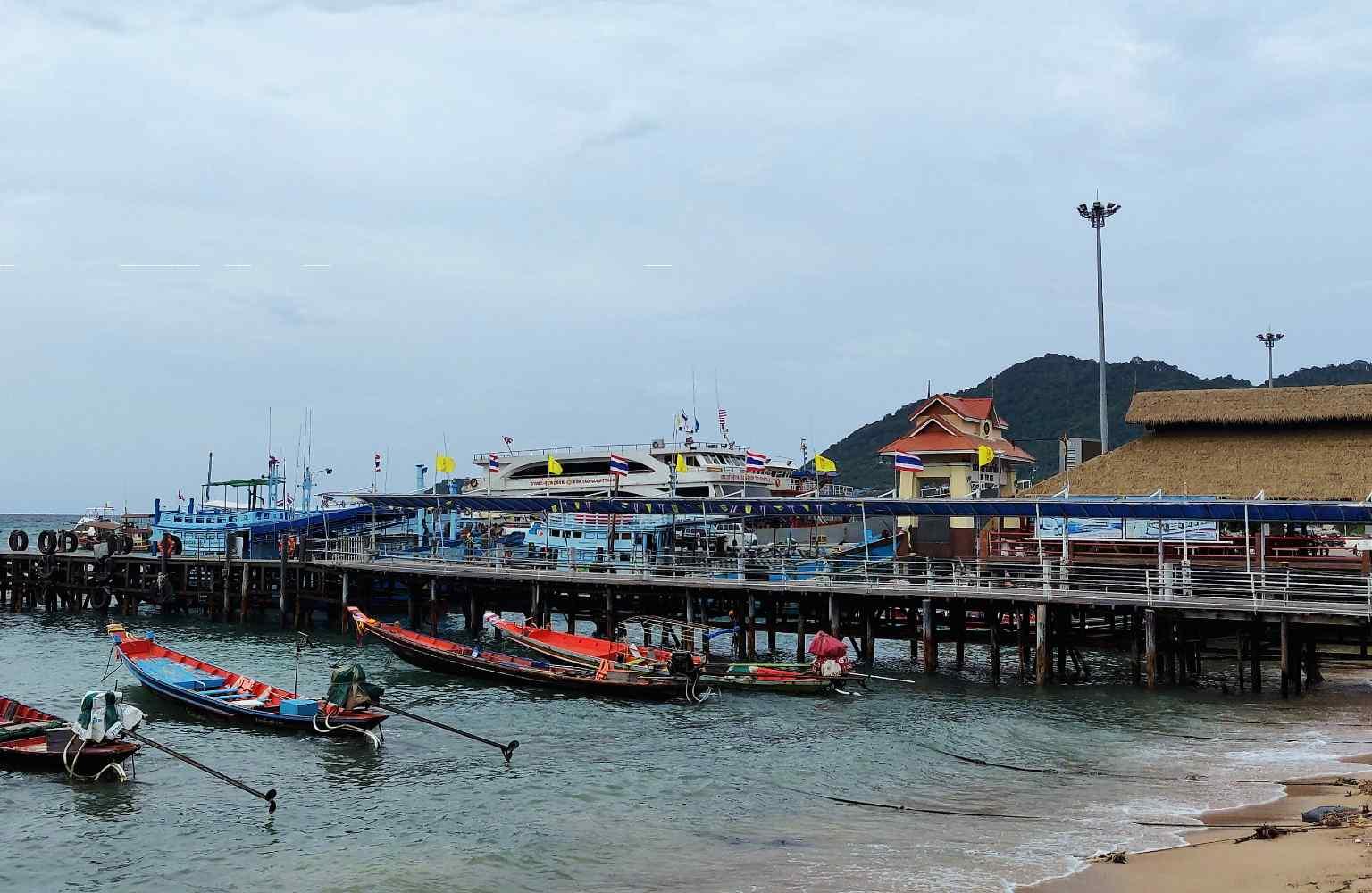 De Mae Haad Pier waar alle ferries aankomen op Koh Tao