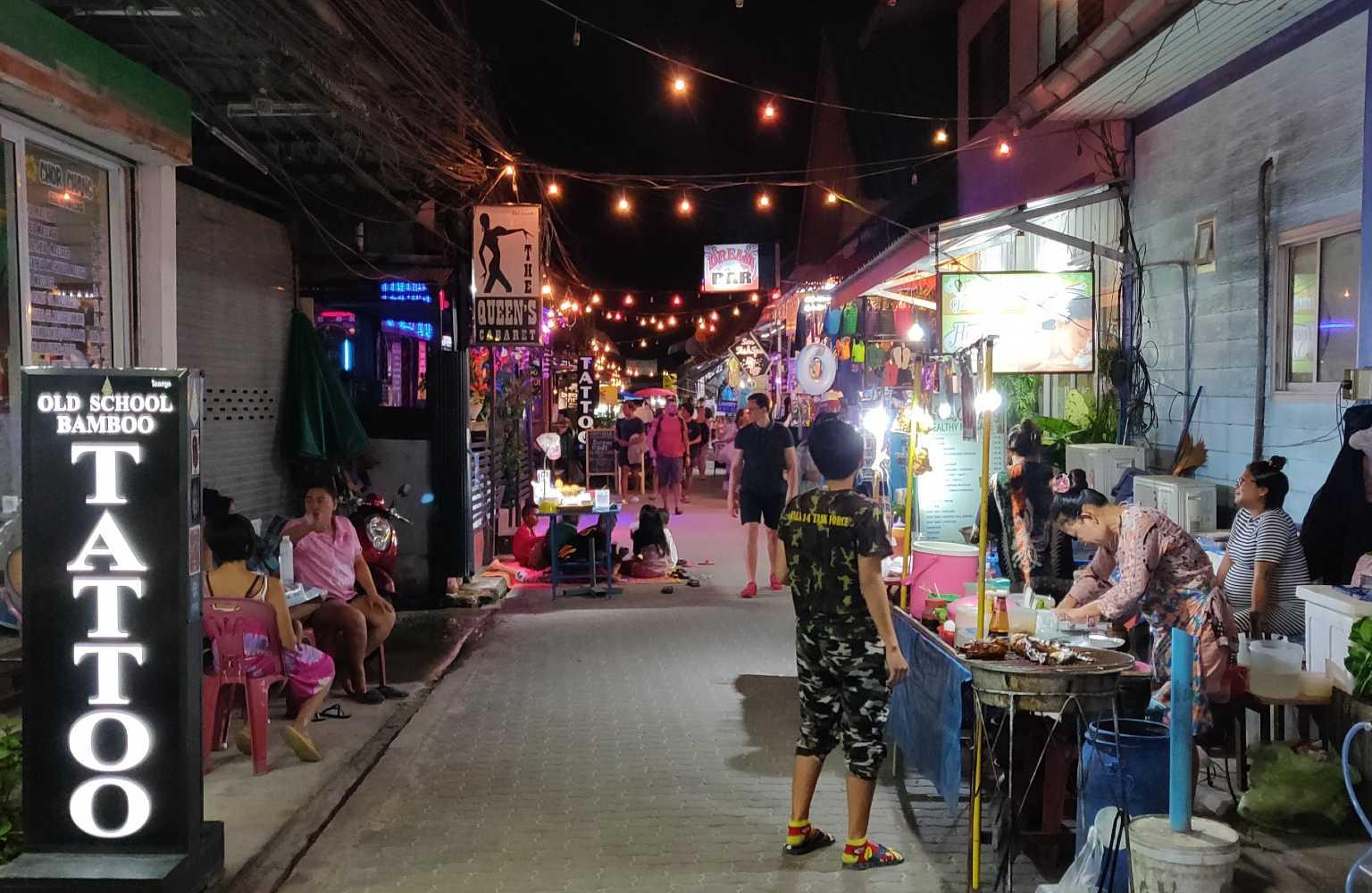 Stukje van Walking Street (Sairee Beach) op Koh Tao
