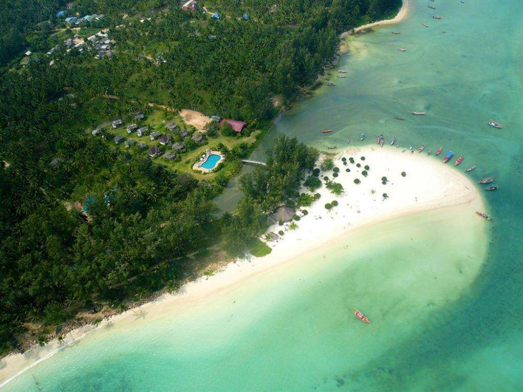 The Malibu Beach Bungalows on Koh Phangan seen from the air
