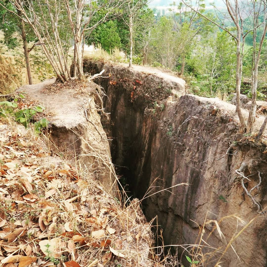 A large crack in the ground at the Pai Land Split