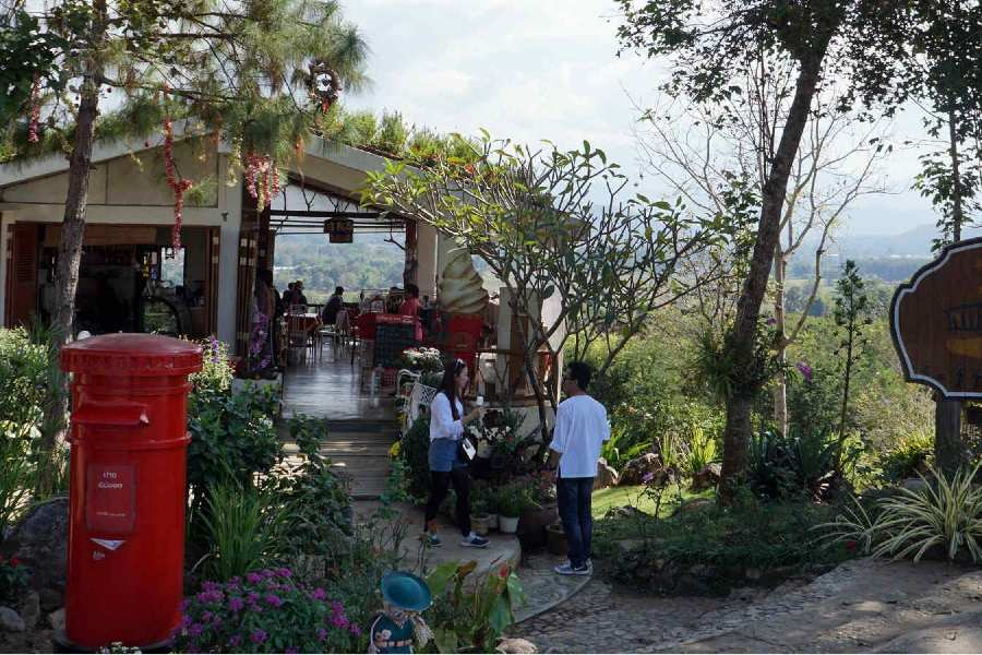 Ingang en brievenbus bij Coffee in Love in Pai, Thailand