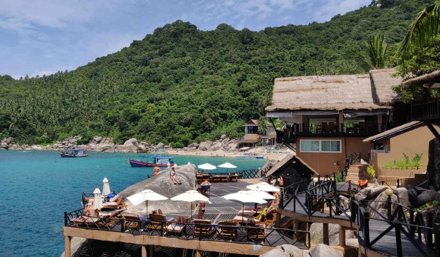 Platform boven de zee bij Mango Bay, Ko Tao