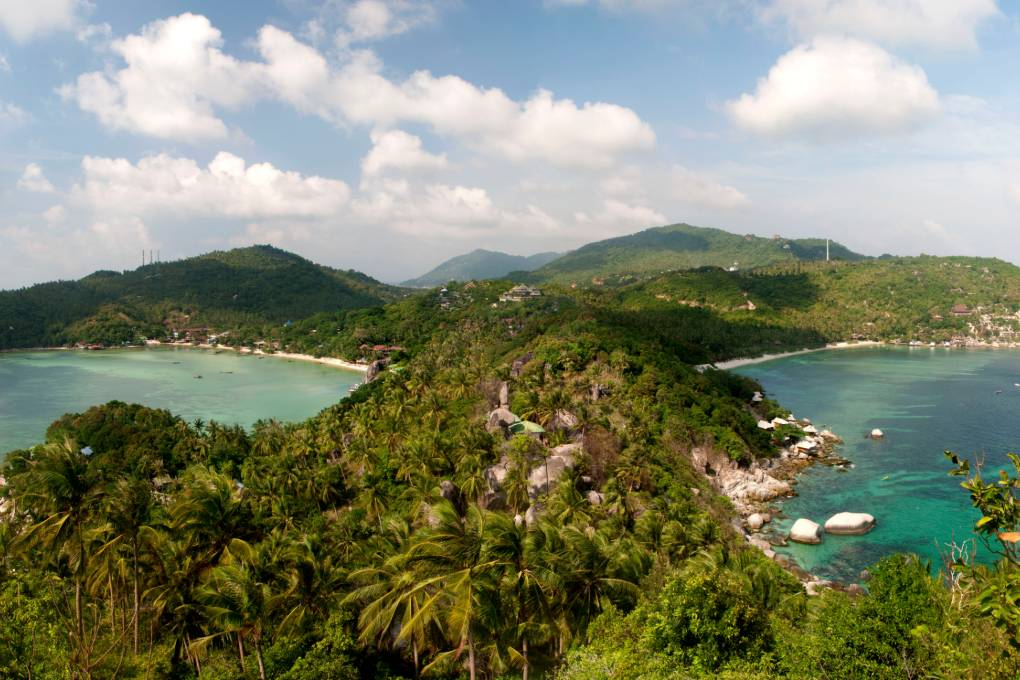 John Suwan Viewpoint uitzicht over Chalok Bay en Tian Og bay (Shark Bay) in Koh Tao