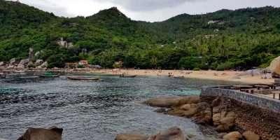 Rots Op Het Strand Van Tanote Bay, Ko Tao