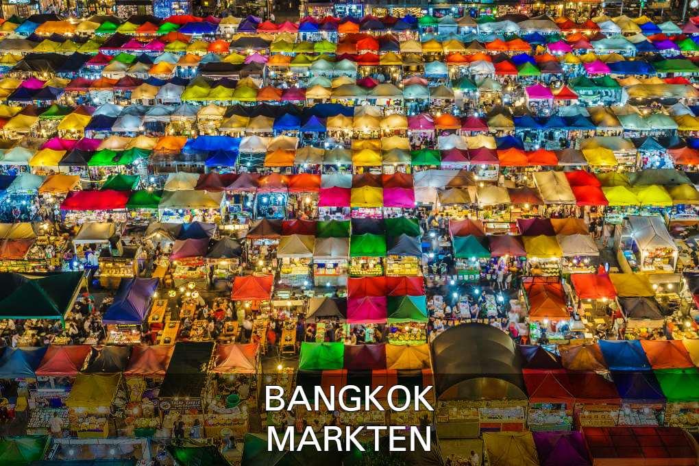 Rod Fai Markt vanaf bovenaf in Bangkok