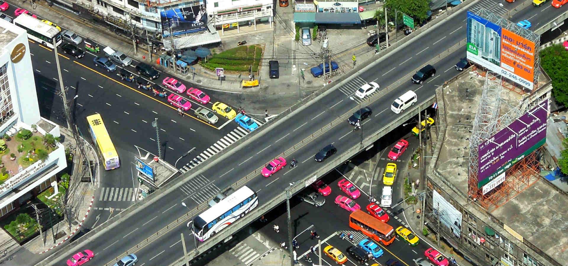 Bestemmingen in Thailand, Kruispunt met verkeer in Bangkok, Thailand