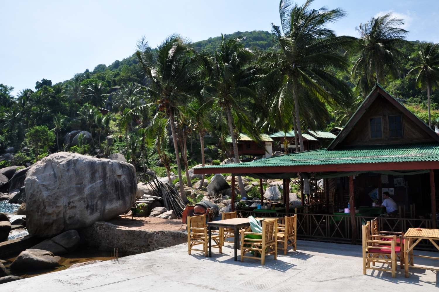 Bar on Hin Wong Bay on Koh Tao