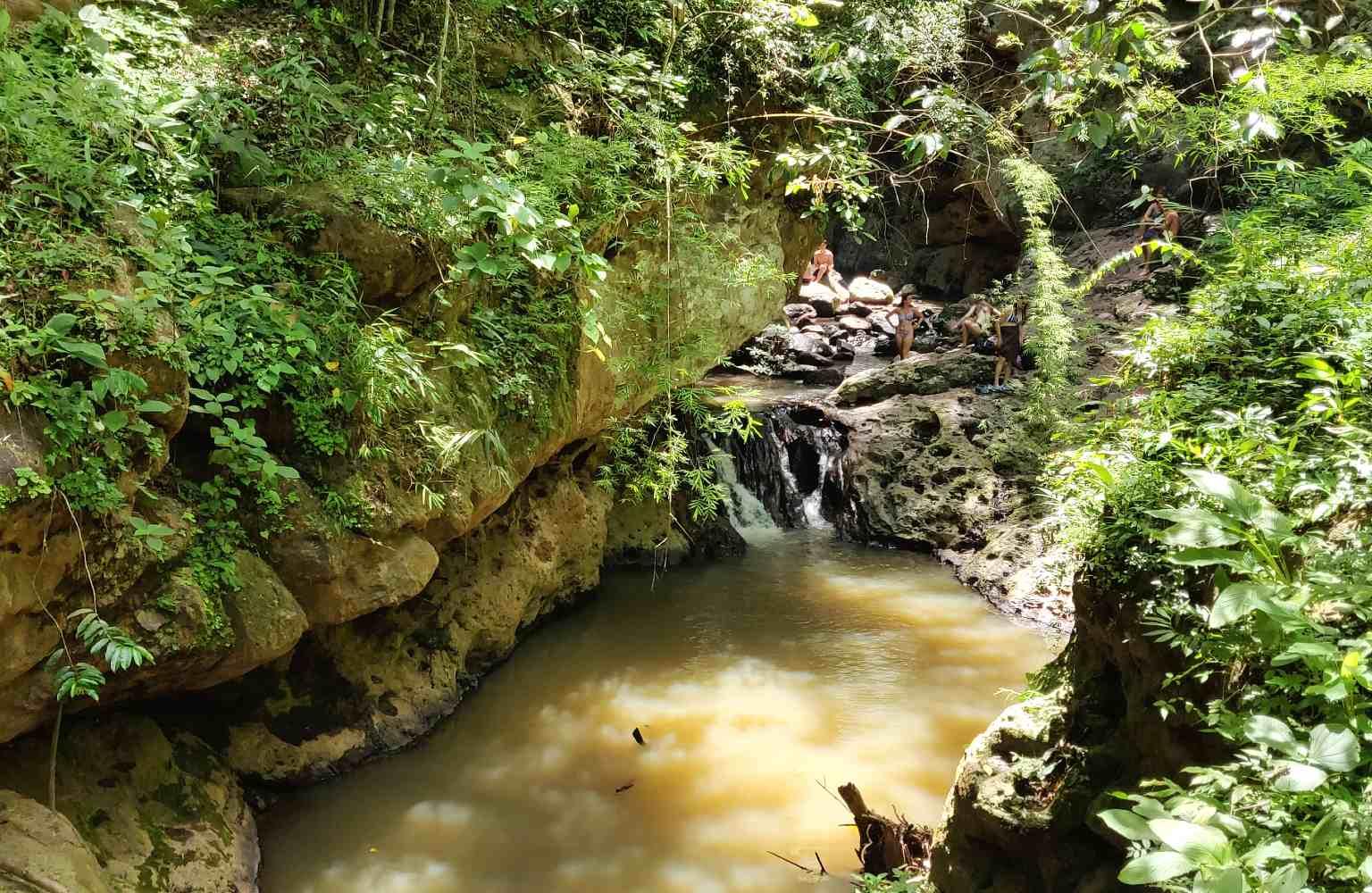 Het bassin van de Pam Bok Waterval in Pai