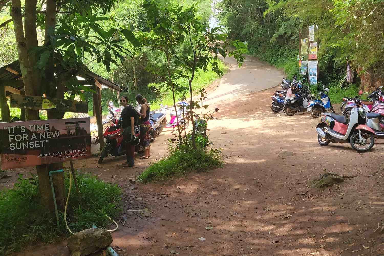 Parkeerplaats van de Pam Bok Waterval in Pai, Thailand