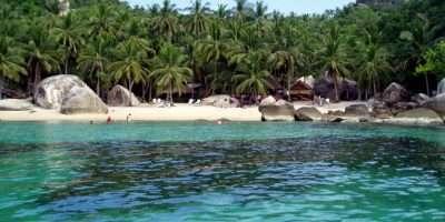 Jansom Bay, Baai Met Blauwe Zee En Wit Zand