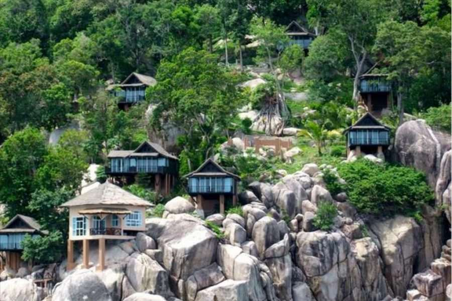 Bungalows tegen de rotsen van Mango Bay Boutique Resort, Koh Tao