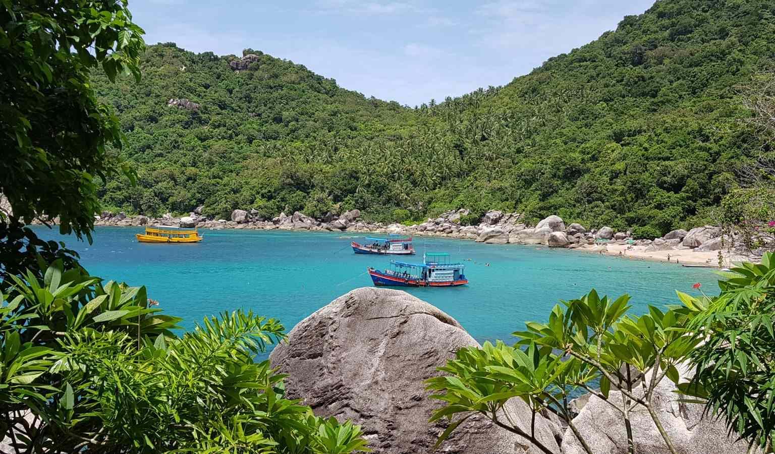 Uitzicht over Mango Bay op Koh Tao