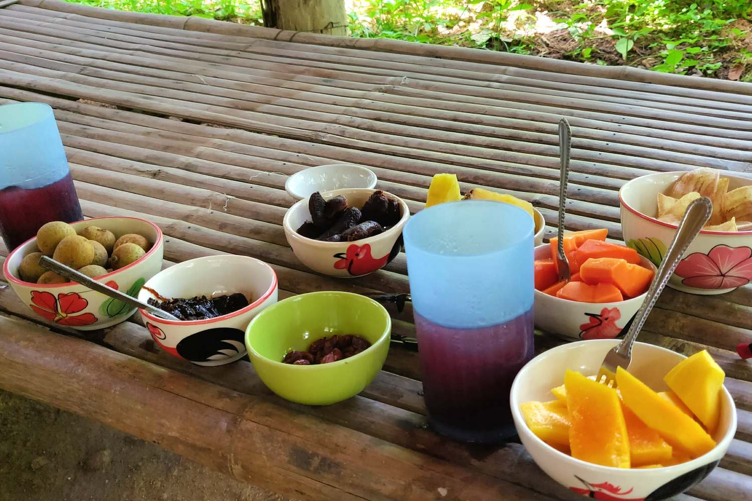 Snacks and drinks at the Pai Land Split (Longkong, sweet potato, banana chips, peanuts, Mango etc.)