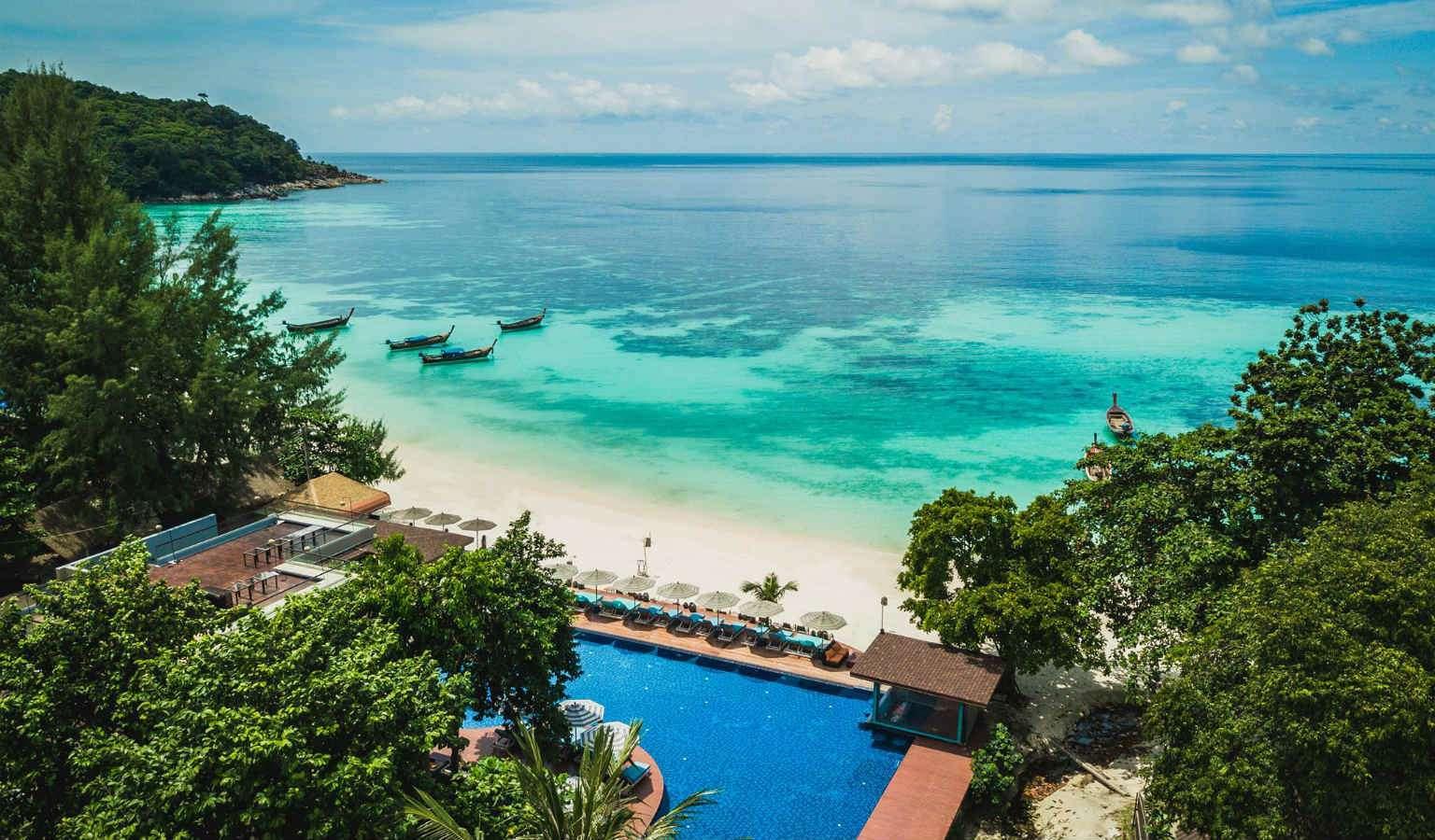 Het Akira Resort gelegen aan Pattaya Beach in Koh Lipe, Thailand