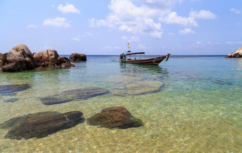 Helder blauw water Sai Nuan 1 op Koh Tao