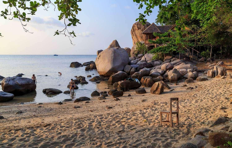 Snorkeling at the rocks of Sai Nuan on Koh Tao