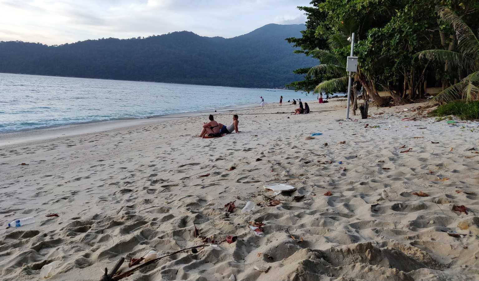 Het strand van Sunset Beach in Koh Lipe