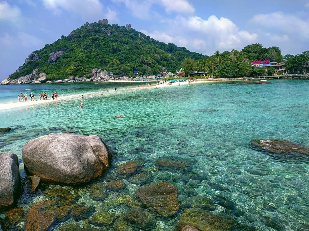 The sea and the beach of Koh Nang Yuan next to Koh Tao