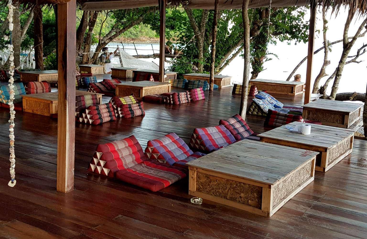lounge kussens bij de Tew Lay Bar op Railay