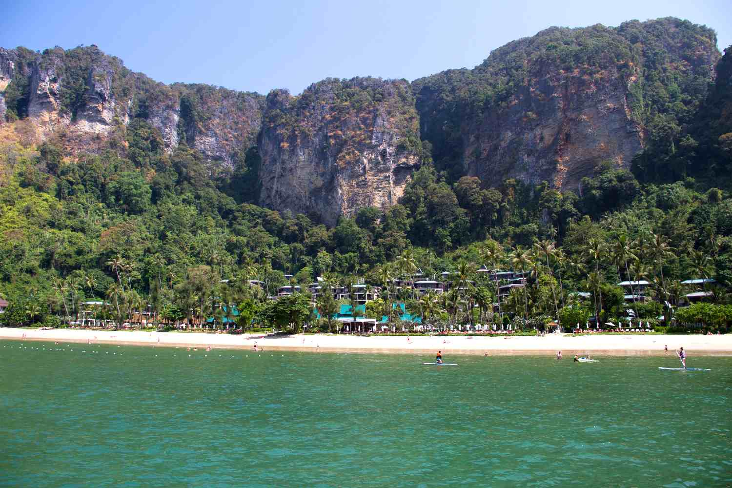 Pai Plong Beach en het Centara Grand Beach Resoirt and Villas Krabi