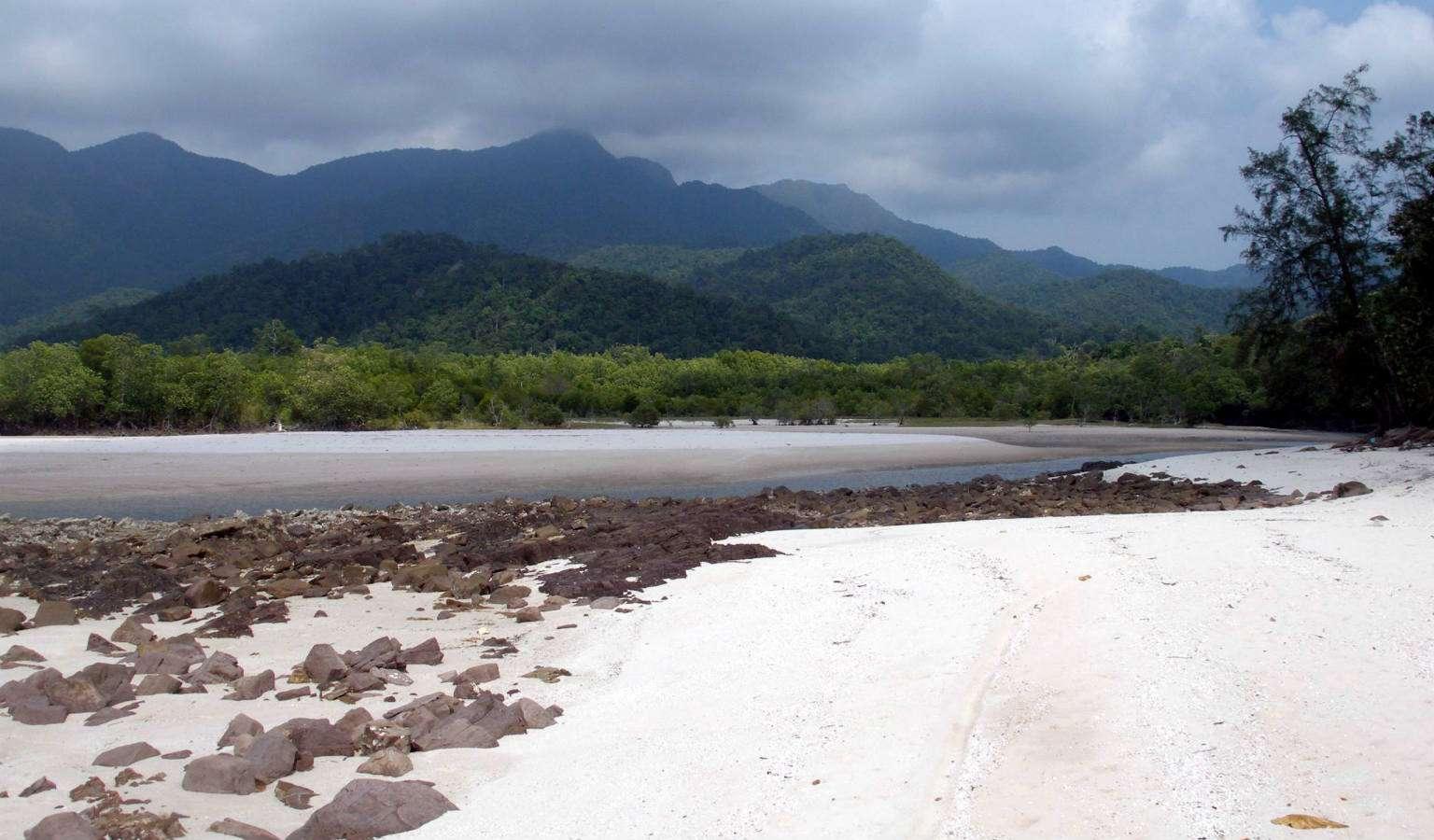 Uitzicht op de kust van Koh Tarutao, Thailand