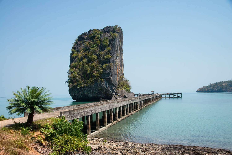 De pier van Ao Talo Wao en Koh Mak op het eiland Koh Tarutao