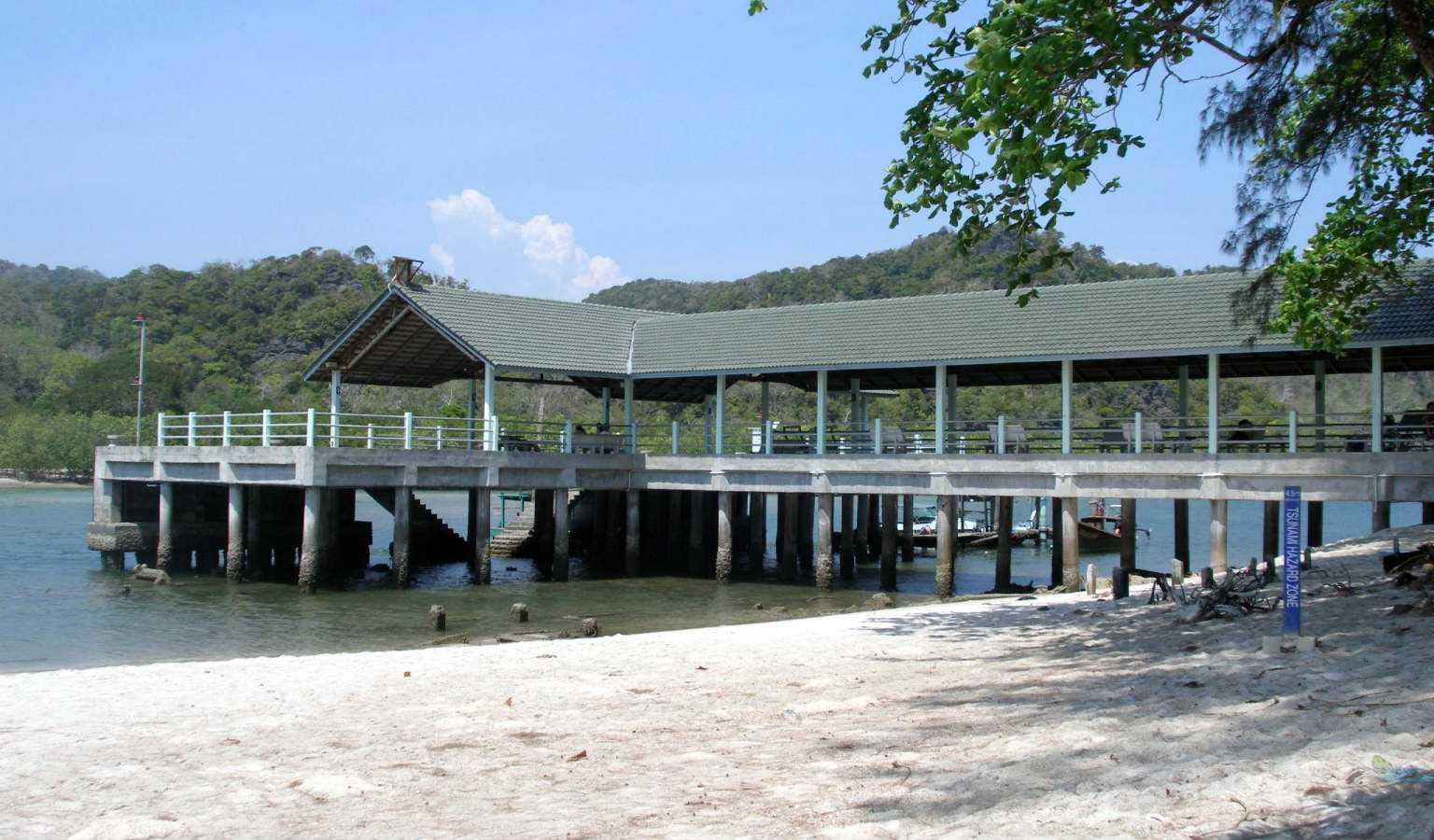 De pier van Koh Tarutao waar men op aankomt vanaf het vasteland of Koh Lipe