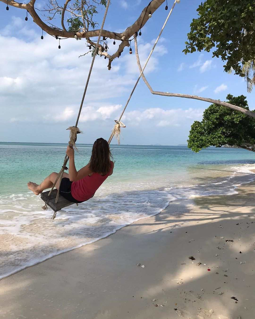 Lekker schommelen op Leela Beach, Koh Phangan in Thailand