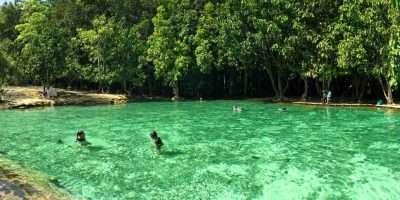 Blauw Groene Water Van De Emerald Pool, Krabi