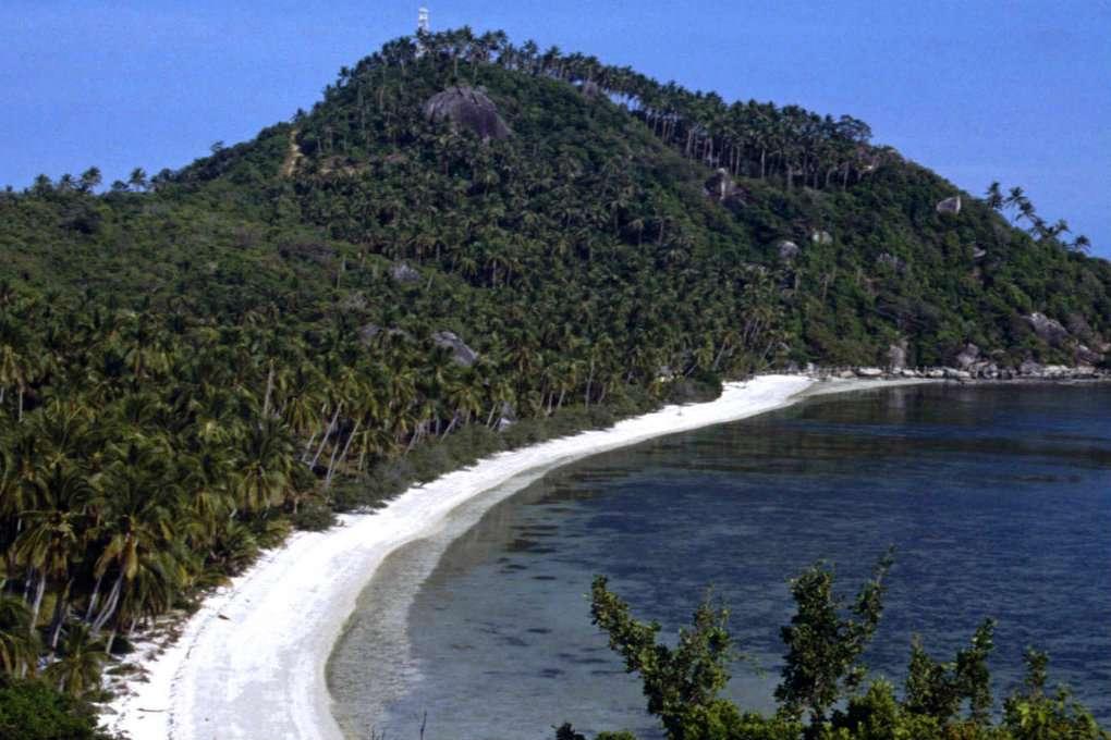 De baai van Haad Leela / Leela Beach op Koh Phangan in Thailand