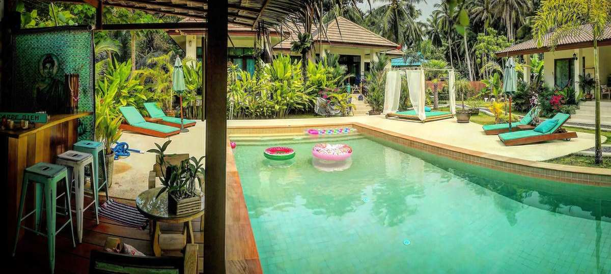 Bar and pool of Carpe Diem Residence near Thong Sala on Koh Phangan