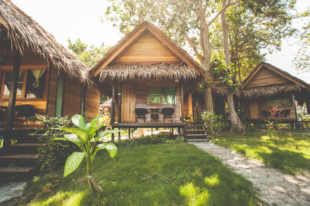 Bungalow of the Bayview Sunset Resort (one of the Best hotels on Koh Lipe)
