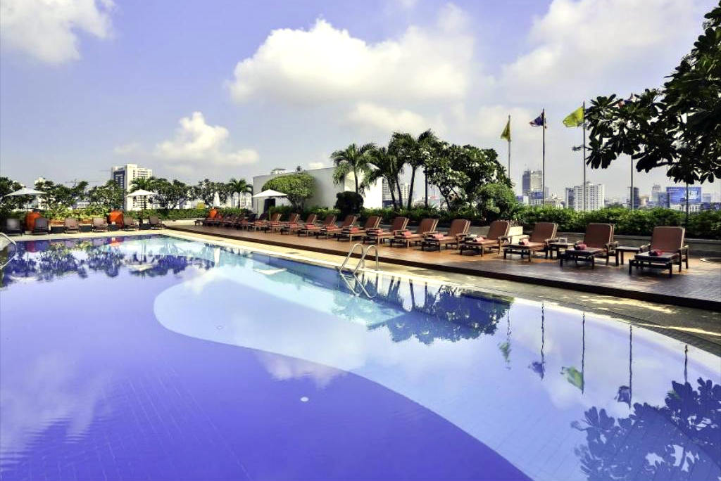Pool of the Eastin Hotel Makkasan