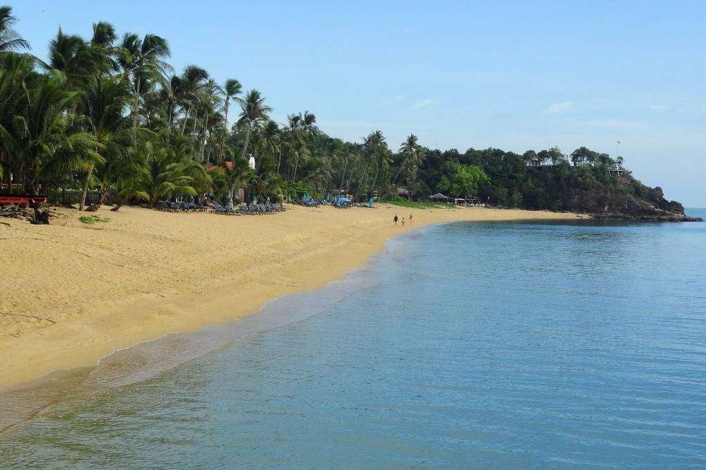 Het strand van Meanam Beach op Koh Samui