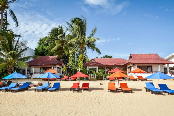 Bugalows and sunbeds on the beach of Maenam, Koh Samui