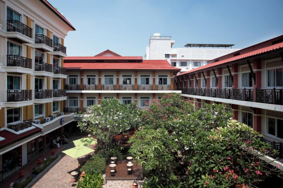 Buitenkant hotel van Rambuttri Village and Plaza, Bangkok