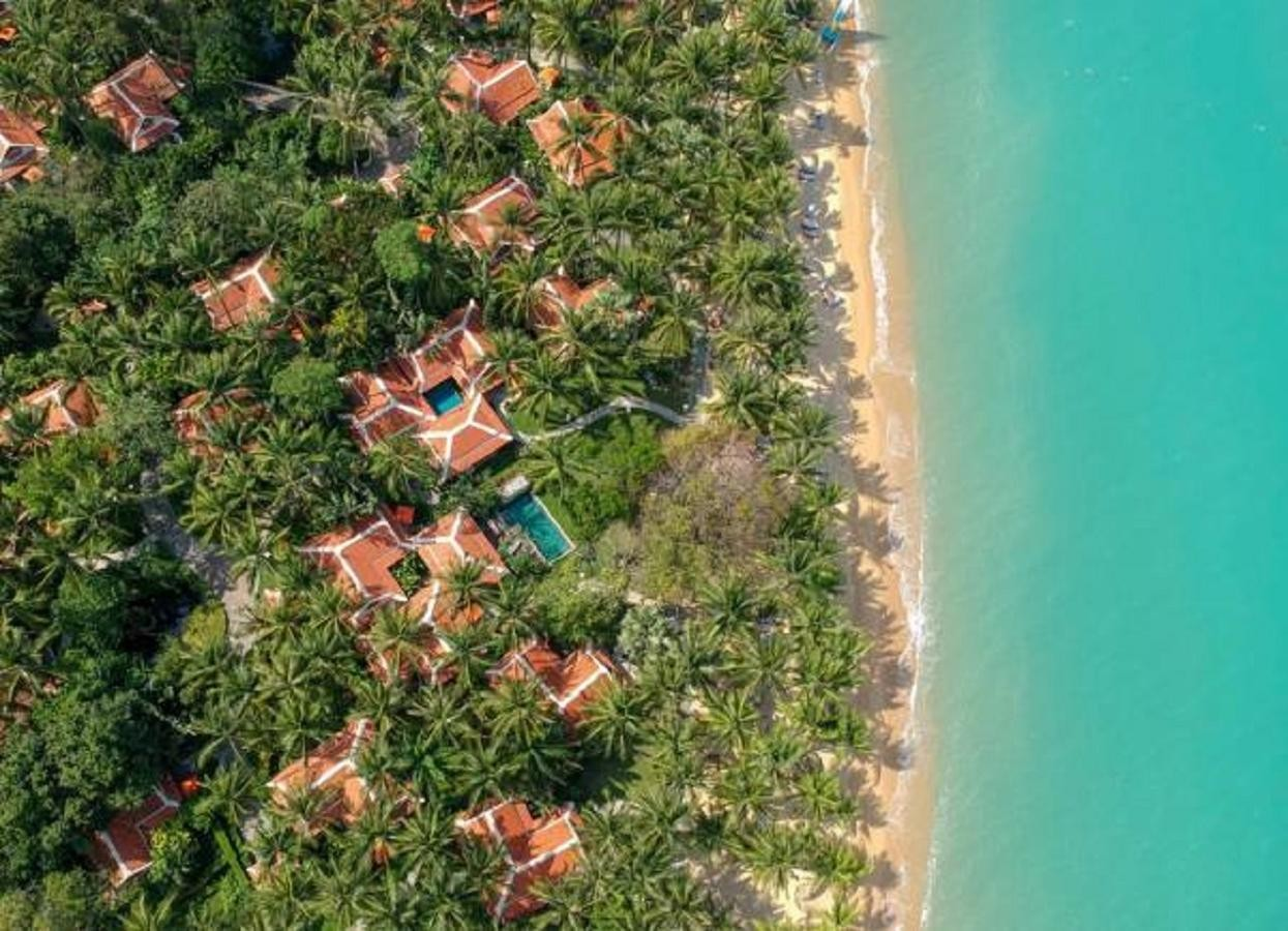Aireal view of Maenam Beach with the Santiburi Koh Samui Resort