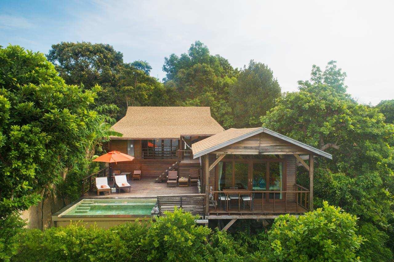 Mega pool villa of the Senrendipity Beach Resort